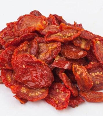 Saulē kaltētie tomāti sausi